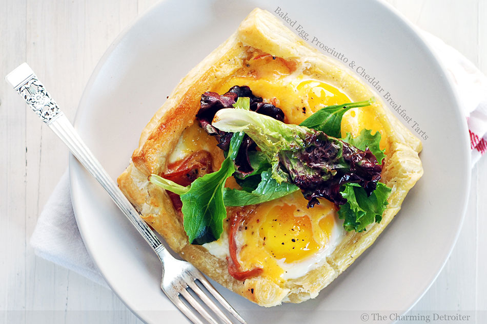 Baked Egg, Prosciutto and Cheddar Breakfast Tarts