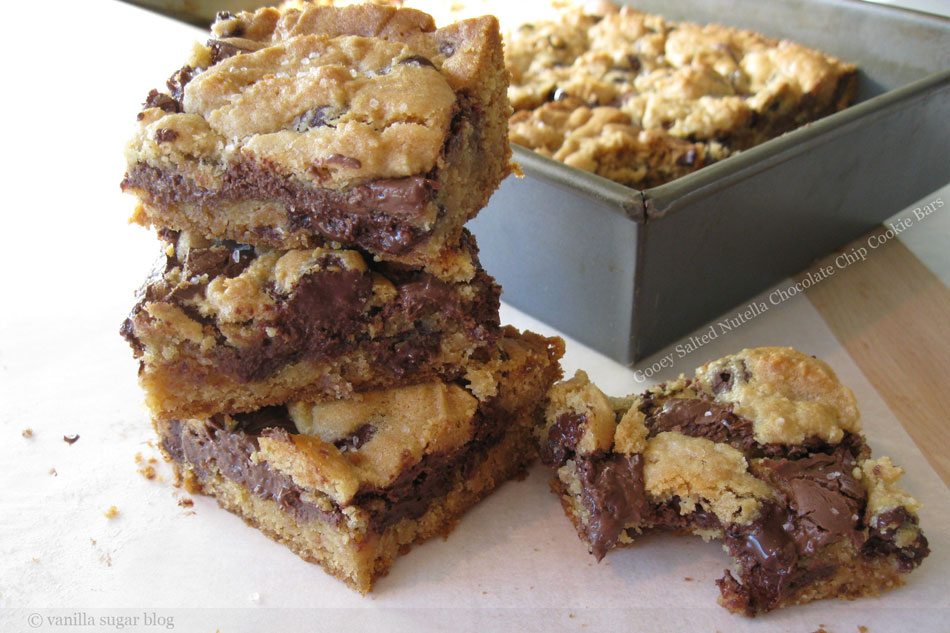 Gooey Salted Nutella Chocolate Chip Cookie Bars