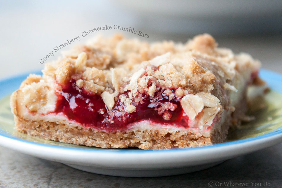 Gooey Strawberry Cheesecake Crumble Bars