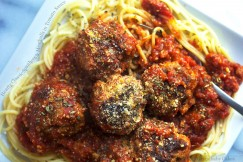 Hearty Classic Spaghetti and Meatballs in Tomato Sauce