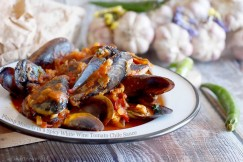 Plump Mussels in a Spicy White Wine Tomato Chile Sauce