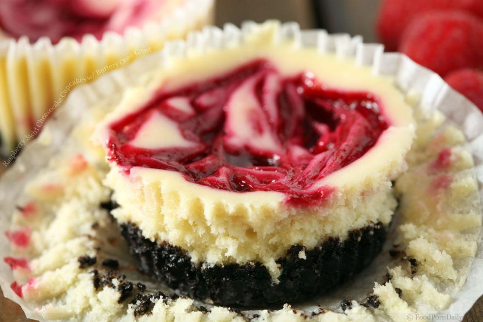 Raspberry Swirl Cheesecake Cupcakes with Buttery Oreo ...