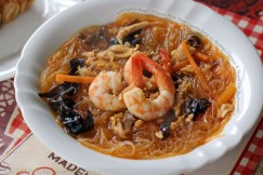 Sotanghon Soup – Filipino Style Glass Noodle Soup with Shrimp, Chicken and Wood Ear Mushrooms