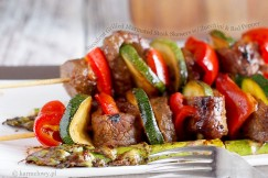 Succulent Grilled Marinated Steak Skewers with Zucchini and Red Pepper